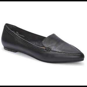 Me Too Audra pointed toe flats loafers 7